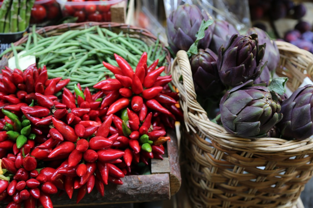 Vibrant colors market